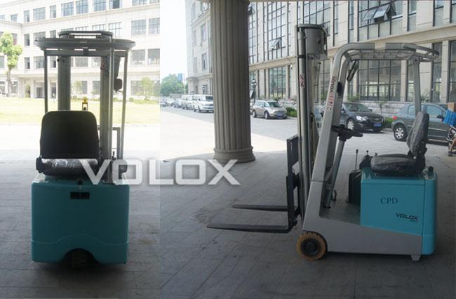 配置大容量的牵引电池,充电方便快捷,电量持久,带电量显示表,低电压